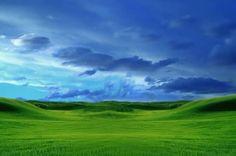 Cielo sobre campo verde