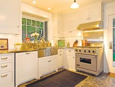 arts-and-crafts-cottage-kitchen