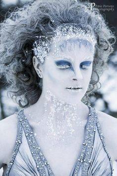 TasmynMUA tweeted us her #MakeupMonday entry! We love this Ice Queen look...