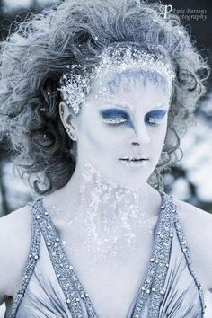 TasmynMUA tweeted us her ‪#‎MakeupMonday‬ entry! We love this Ice Queen look...