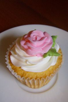 Mrs  Buttercream Cake Decorating : Buttercream sheet cake with buttercream roses and hand ...