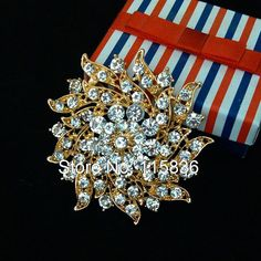 Gold Plated Metal Clear Rhinestone Crystal Flower Brooches and Pins from Dreamland Fashion Jewelry http://www.aliexpress.com/store/group/Brooches-Hair-Accessories-Garment-Accessories/115836_212100636.html