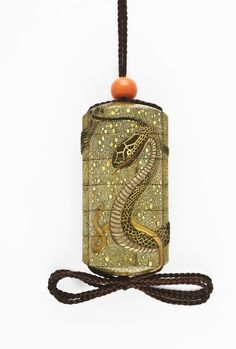 A four-case lacquer inrō decorated with snakes in high relief on a ground of fine gold kirikane, 19th century