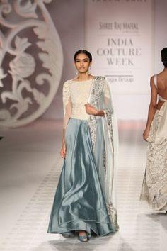 85ace65988 Varun Bahl | India Couture Week 2014 Indián Outfitek, India Divat, Ázsiai  Divat,