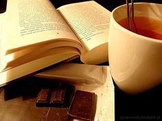 ulubioną książkę i czekoladę:)