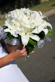 Google Image Result for http://www.perfect-wedding-day.com/images/white-bridal-bouquet-pictures-11.jpg