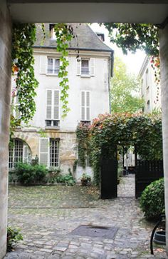 The Gardens of the idyllic Cour de Rohan, 6eme, Paris