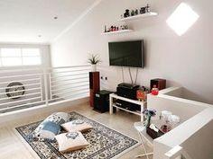 Untuk dapatkan rumah modern yang nyaman dan maksimal, Gati Rizky memilih desain rumah minimalis untuk huniannya yang mungil.