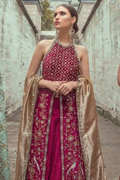 Velvet zardoze worked shirt and lehnga. It is paired with a tissue zardoze worked dupatta. Indian Fashion Dresses, Dress Indian Style, Indian Designer Outfits, Designer Dresses, Ethnic Wear Designer, Fashion Outfits, Indian Wedding Outfits, Bridal Outfits, Indian Outfits