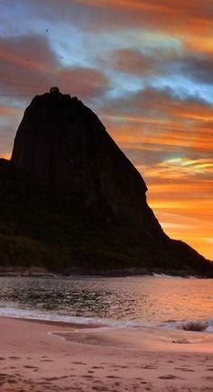 Amanhecer na Praia Vermelha - Urca, Rio de Janeiro - 450 anos