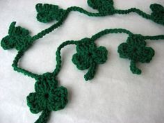 How to crochet a shamrock garland #Tutorial ok I will never be able to pin this but maybe people i know can.....