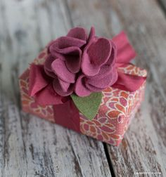 The 11 Best Felt Crafts, DIY and Crafts, From gifts to practical DIY projects around your home, felt is a very versatile material! Tap into your crafty side with one of these 11 Best Felt Cra. Felt Diy, Felt Crafts, Fabric Crafts, Diy Crafts, Felt Flowers, Diy Flowers, Fabric Flowers, Flower Diy, Creative Gift Wrapping