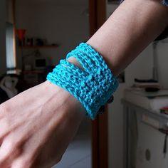 Crochet Wristband - Free Pattern (Join 3 Rows)