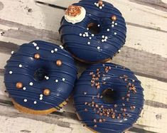 12 Rose Gold and Navy Blue Chocolate Covered Oreo Oreos Sweets Table Wedding Favors Wedding Desserts, Wedding Favors, Table Wedding, Wedding Cakes, Baby Shower Gender Reveal, Baby Boy Shower, Baby Gender, Gold Dessert, Blue Chocolate