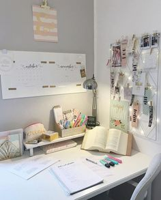 35 Stylish Desk Decor Suitable for all Apartment Types Study Room Decor, Diy Room Decor, Bedroom Decor, Bedroom Ideas, Study Rooms, Bedroom Inspiration, Study Areas, Bedroom Plants, Cozy Bedroom
