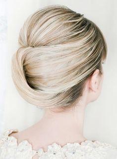 Overlapping chignon hairstyle  #bun #hairstyle http://tinkiiboutique.com/