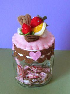 Un Giardino di fantasia: VASETTI DOLCETTI IN PANNOLENCI Food Crafts, Cute Crafts, Diy And Crafts, Felt Cake, Felt Play Food, Mini Tart, Paper Cake, Felt Decorations, Pin Cushions