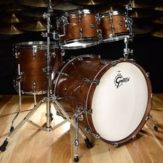 Gretsch Renown Walnut 10/12/16F/22 Kit Gloss Natural