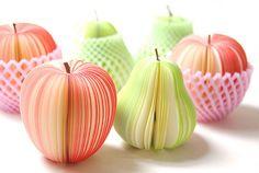 Lembrancinha fofa número 1: bloquinhos de notas em forma de frutas