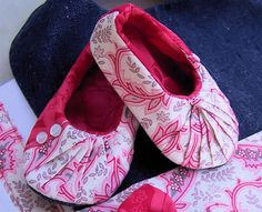 Cute Free DYI Stuff and Patterns including these adorable slippers.