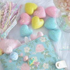 Fofurices Candy Colors passando na sua timeline 💙💛💚 . . . . #candycolor #papelariafofa #papelariacriativa #plannergirl #papelariafina #papelariaartesanal #crafts #compredequemfaz #elegancia #mimos #inspiracao #instacool #canetas #decoração #decorar