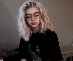 Kort golvend haar, Best Picture For wavy hair braid For Your Taste You are look Short Wavy Hair, Short Hair Styles, Short Grunge Hair, Short Bleached Hair, Grunge Bob, Cute Short Hair, Short Hair Girls, Edgy Long Hair, Hipster Grunge
