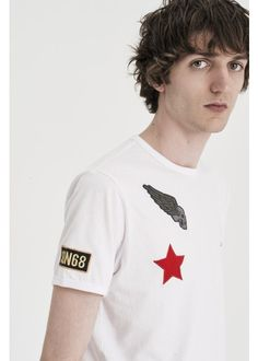T-shirts with special patches and details: spring has arrived and SUN68 has designed the perfect outfit for the weekend out of town. What is your favorite look? #SUN68 #SS17 #print #star #colors #sport #wing #tshirt
