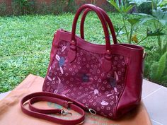 Bag motif Batik Indonesian Culture Limited Product New Collection   #flower #batik #fashion #culture #indonesia #leather #bag #limited #red Contact : karwoto.hartanto@gmail.com