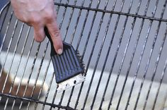 Wondering how to clean a gas grill, grill grates and more? The best way to clean a grill is with a grill brush, sponge, putty knife and scrubbing pads. Barbecue Grill, Diy Grill, Deep Cleaning, Cleaning Hacks, Grill Cleaning, Cleaning Brushes, Cleaning Recipes, Spring Cleaning, Cleaning Products