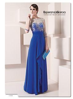 Vestido largo en color azul Klein para una madrina muy moderna