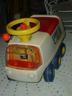 Fisher Price camion porteur - I had so much fun with him. I remember exploring the world! Jouets Fisher Price, Fisher Price Toys, Vintage Fisher Price, Vintage Toys 80s, Retro Toys, Retro Vintage, Vintage Ideas, Vintage Style, Vintage Fashion