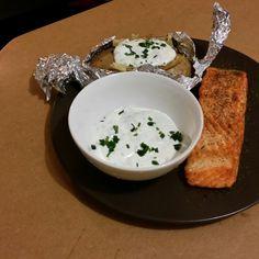 Saumon et papillote de pomme de terre sauce fromage blanc ciboulette