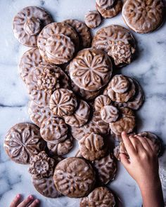 Stamped gingerbread cookies. Ouh my...🍪😍 Madewith love by 📷@tworedbowls #flatlaytoday