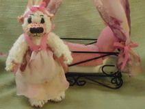 Teddydame mit Himmelbett