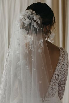 Floral and lace details adorn this short wedding veil. Inspired by the Weeping Cherry tree, the detailed florals still feel airy, whimsical and romantic. Wedding Dress Styles, Wedding Gowns, Short Wedding Veils, Wedding Dress With Veil, Wedding Hijab, Fingertip Veil, Headpiece Wedding, Bridal Headpieces, Bridal Looks