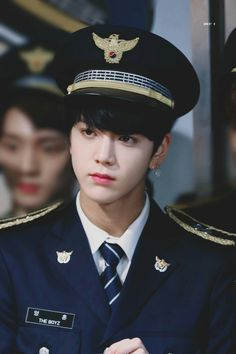 Read ♥ younghoon pics from the story profil+fakta