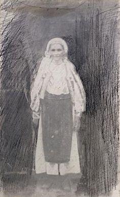 Portrait de la mère de Brancusi vers 1919 Grand Palais, Costume, Portrait, Painting, Art, Art Background, Headshot Photography, Painting Art, Kunst