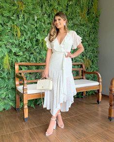 """Ariane Cânovas no Instagram: """"{Domingo ✨} De vestido branco by @loubuccaoutlet ♥️ Clássico, Chic e feminino! Amo ♥️ E o site está com 30% até 0h hoje, aproveitem e usem o…"""""""