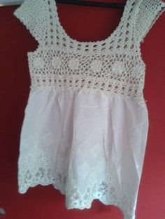 blusas estilo rapsodia, crochet y tela bordada Crochet Yoke, Crochet Skirts, Crochet Fabric, Diy Crochet, Crochet Clothes, Crochet Patterns, Lace Collar, Crochet Fashion, Crochet For Kids