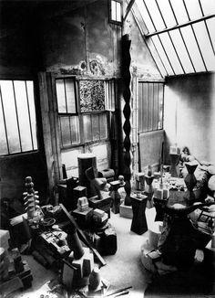Constantin Brancusi's studio at 8 impasse Ronsin, Paris, 1925. Photo by Constantin Brancusi.