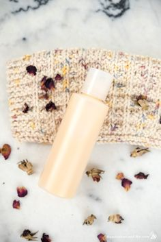 This brand new Lemon Rose Creamy Body Wash has me seriously excited to take showers. It's been years since I used a body wash—my shower has been strictly soap since 2011, and I love soap… but I also love trying … Continue reading →