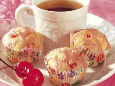 A sweet cherry glaze brings out the best of an almond and cherry muffin. Cherry Muffins, Mini Muffins, Healthy Desserts, Dessert Recipes, Breakfast Recipes, Bread Gifts, Almond Bread, Muffin Tin Recipes, Breakfast Pastries