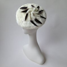 Vintage genuine ermine fur hat with 9 tails / one by CultOfChiffon