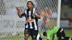 Ronaldinho tendrá que esperar para su presentación oficial en la Liga de México. http://i24mundo.com/2014/09/10/ronaldinho-tendra-que-esperar-para-su-presentacion-oficial-en-la-liga-de-mexico/