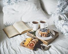 Gourmet breakfast in bed Sunday Morning, Morning Coffee, Coffee Time, Tea Time, Lazy Sunday, Breakfast And Brunch, Tumblr Breakfast, Breakfast Muffins, Diet Breakfast