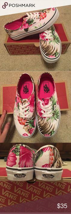 Hawaiian Tropical Women's Vans great condition super cute Vans Shoes Sneakers