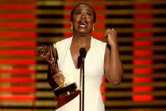 "Uzo Aduba, a ""Crazy Eyes"", vence prêmio Emmy especial por ""Orange Is The New…"