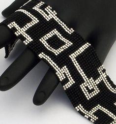 Maille carrée perles Bracelet, carrés vide étroit, argent sur noir mat (fait à la commande)
