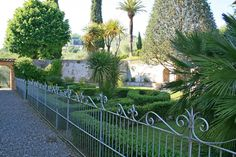 Romantic garden historical villa Lucca hills.  Tuscany property for sale. www.lucaevillas.it