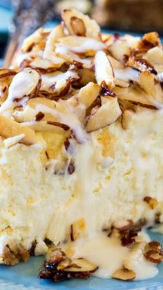 Amaretto Cheesecake topped with Sugared Almonds and a luscious Amaretto Cream Sauce No Bake Desserts, Just Desserts, Delicious Desserts, Yummy Food, Food Cakes, Cupcake Cakes, Cupcakes, Amaretto Cheesecake, Almond Cheesecake Recipe